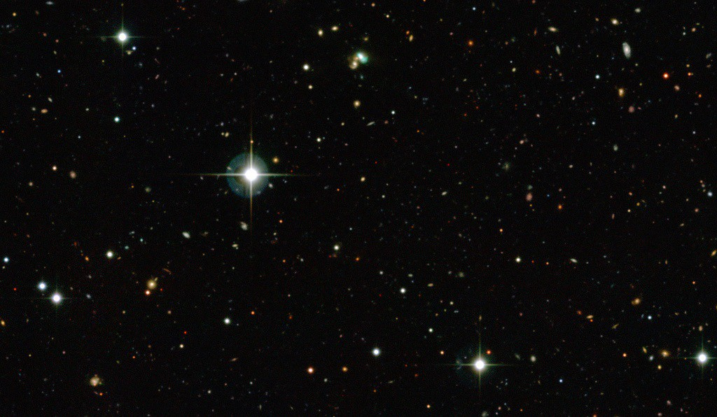 This view from the Canada-France-Hawaii Telescope shows thousands of galaxies in the distant Universe. But the one close to the centre looks very odd — it is bright green. This very unusual object is known as J224024.1−092748 or J2240 and it is a bright example of a new class of objects that have been nicknamed green bean galaxies. Green beans are entire galaxies that are glowing under the intense radiation from the region around a central black hole. J2240 lies in the constellation of Aquarius (The Water Bearer) and its light has taken about 3.7 billion years to reach Earth.